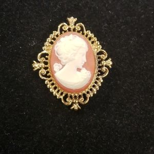 Vintage gold tone Avon Cameo brooch PM1
